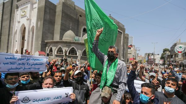 Hamas supporters take part in a protest against Palestinian President Mahmoud Abbas' decision to postpone planned parliamentary elections, in the southern Gaza Strip on April 30, 2021.  - Sputnik International