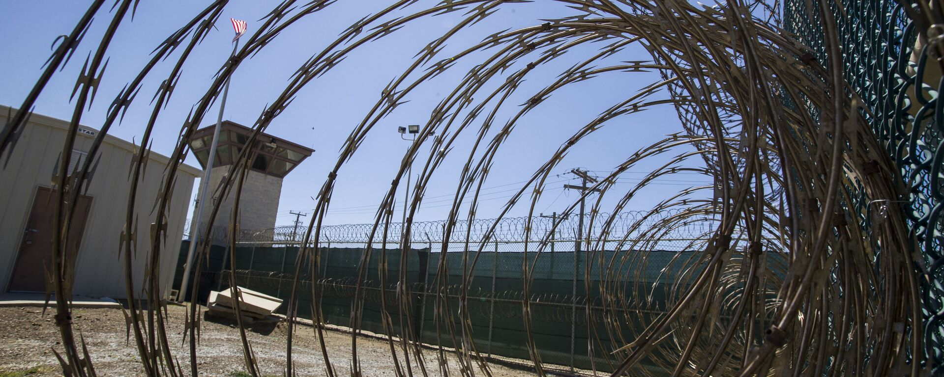 In this Wednesday, April 17, 2019 file photo reviewed by U.S. military officials, the control tower is seen through the razor wire inside the Camp VI detention facility in Guantanamo Bay Naval Base, Cuba. - Sputnik International, 1920