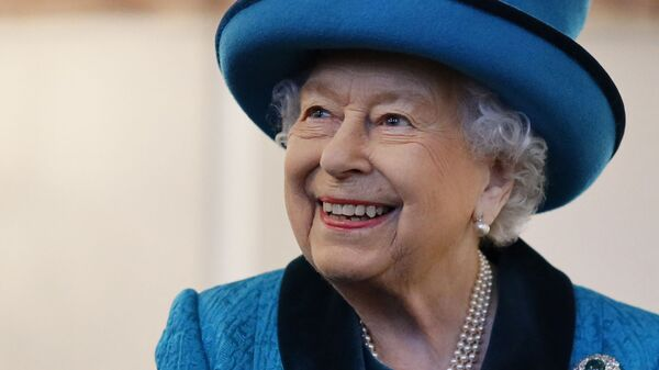 Britain's Queen Elizabeth II visits the new headquarters of the Royal Philatelic society in London on November 26, 2019 - Sputnik International