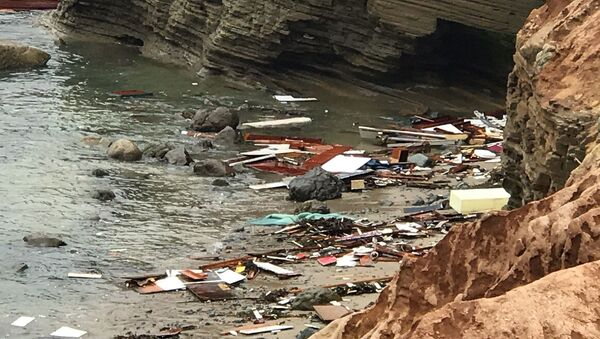 Debris lies in the water after a deadly boat incident, where a 40' cabin cruiser broke up along rocks at Point Loma, San Diego, California, U.S., May 2, 2021 in this image obtained from social media. Picture taken May 2, 2021. San Diego Fire-Rescue Department via REUTERS  - Sputnik International