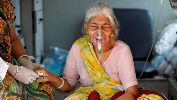 Lilaben Gautambhai Modi, 80, wearing an oxygen mask, sits inside an ambulance as she waits to enter a COVID-19 hospital for treatment, amidst the spread of the coronavirus disease (COVID-19), in Ahmedabad, India, May 5, 2021.  - Sputnik International