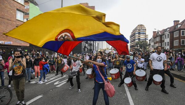 A woman waves a Colombian national flag during a protest against a tax reform proposed by Colombian President Ivan Duque's government in Bogota, on 4 May 2021. The international community on Tuesday decried what the UN described as an excessive use of force by security officers in Colombia after official data showed 19 people killed and 846 injured during anti-government protests. - Sputnik International