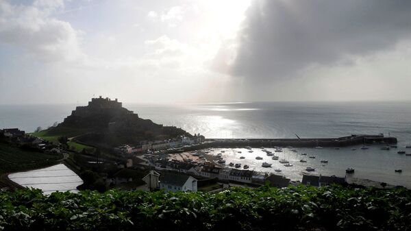 FILE PHOTO: The village of Gorey Harbour and Mont Orgueil castle are seen in Jersey in this March 1, 2008 file photo. - Sputnik International