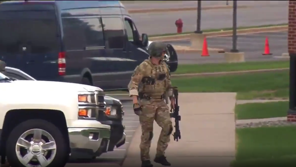 Bank robbery and hostage situation going on 5th hour now inside Wells Fargo Bank in St. Cloud, Minnesota. FBI is on scene working to get an unknown number of hostages out safely. - Sputnik International