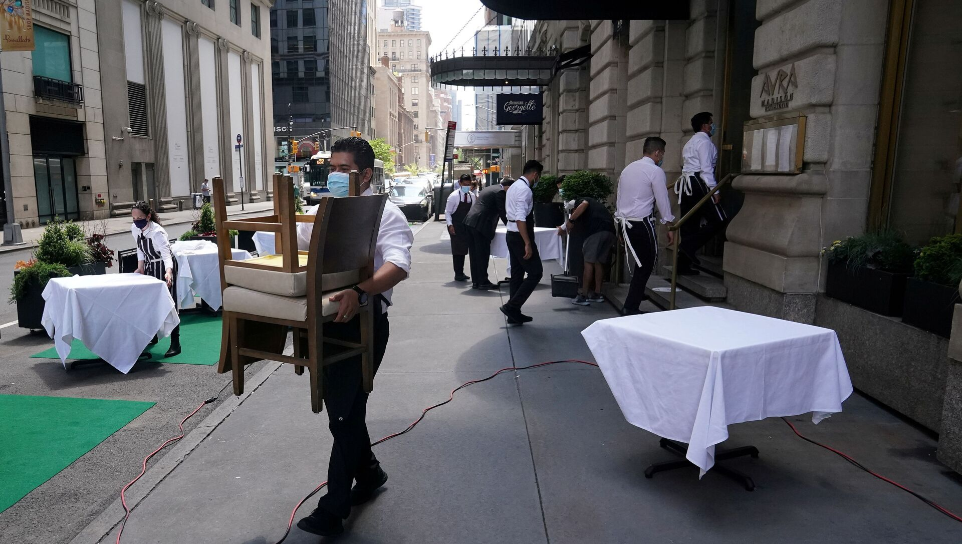 FILE PHOTO: A waiter sets up tables in front of a restaurant on a street on the first day of the phase two re-opening of businesses following the outbreak of the coronavirus disease (COVID-19), in the Manhattan borough of New York City, New York, U.S., June 22, 2020.  - Sputnik International, 1920, 02.08.2021