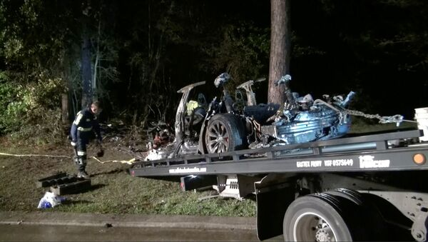 The remains of a Tesla vehicle are seen after it crashed in The Woodlands, Texas, April 17, 2021, in this still image from video obtained via social media - Sputnik International