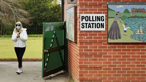 A woman arrives at a polling station set up at a bowls pavillion in a park in Hartlepool to cast a vote in local elections on May 6, 2021 - Sputnik International