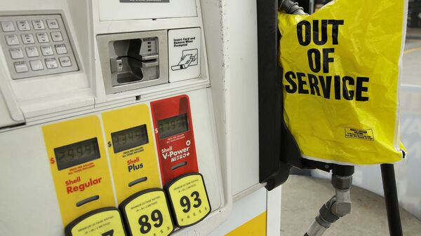 A gasoline station that ran out of gas for sale displays an out of service sign on the pump on Tuesday, May 11, 2021, in Atlanta. Gasoline futures are ticking higher following a cyberextortion attempt on the Colonial Pipeline, a vital U.S. pipeline that carries fuel from the Gulf Coast to the Northeast. - Sputnik International