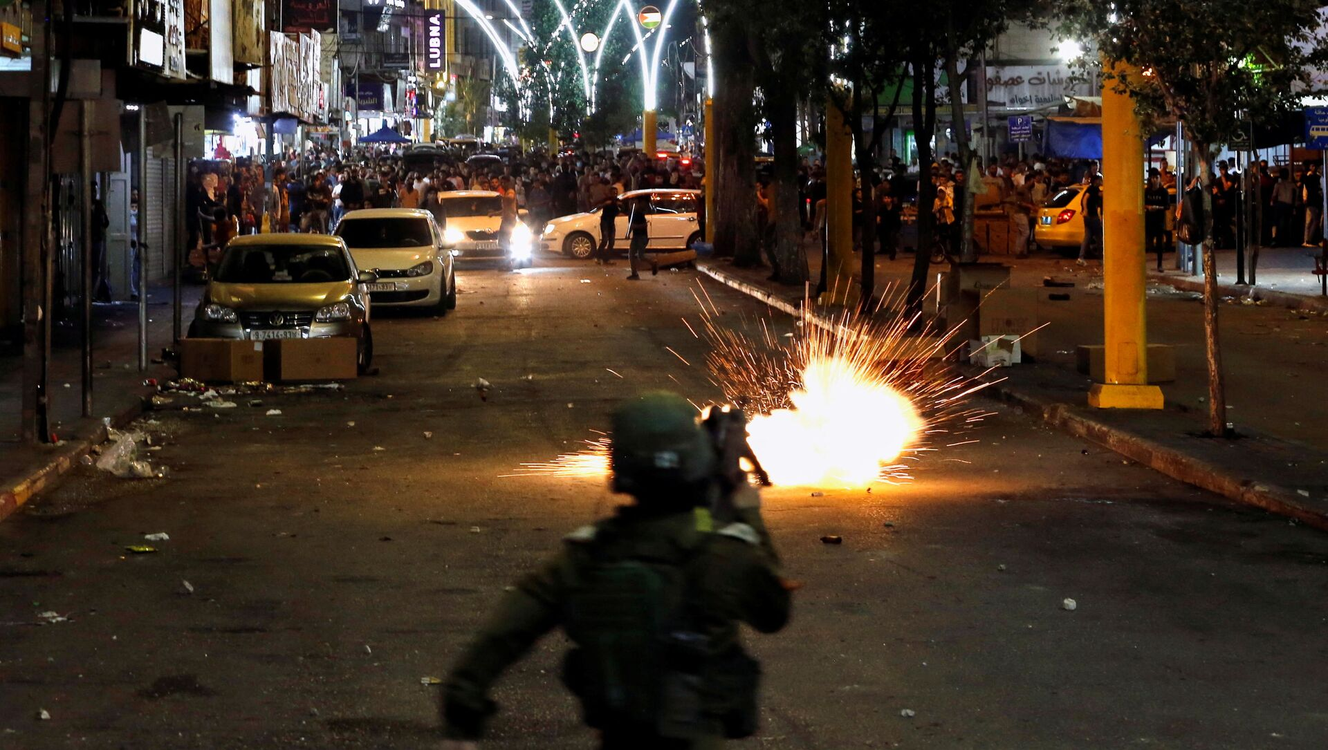 A stun grenade fired by Israeli forces explodes as Palestinians take part in an anti-Israel protest amid a flare-up of Israeli-Palestinian violence, in Hebron in the Israeli-occupied West Bank May 11, 2021. - Sputnik International, 1920, 25.07.2021