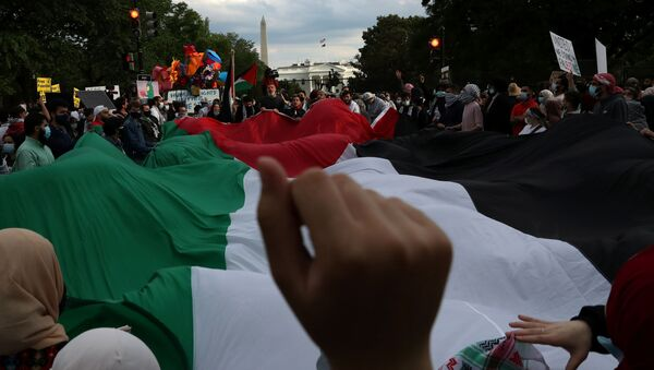"""Pro-Palestinian demonstrators take part in a protest titled """"Stop Jerusalem Expulsions, save Sheikh Jarrah"""" outside of the White House in Black Lives Matter Plaza after marching from the U.S. State Department building in Washington, U.S. May 11, 2021. - Sputnik International"""