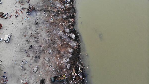 In this aerial photograph taken on May 5, 2021 funeral pyres of Covid-19 coronavirus victims are seen in a cremation ground along the banks of the Ganges River, in Garhmukteshwar  - Sputnik International