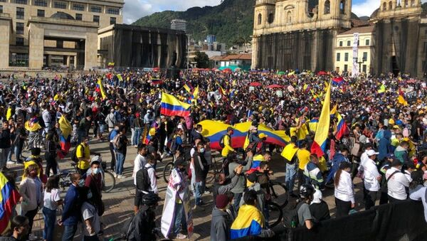 Hundreds of protesters are seen in gathering in the Plaza de Bolivar in Bogota, Colombia, amid raging anti-government protests. - Sputnik International