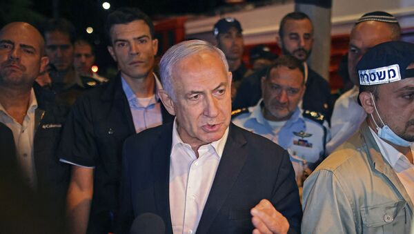 Israeli Prime Minister Benjamin Netanyahu tours the city of Lod early on May 12, 2021. - Israeli Prime Minister Benjamin Netanyahu on May 12 declared a state of emergency in the central city of Lod as police accused Arab residents of waging wide-scale riots.  - Sputnik International