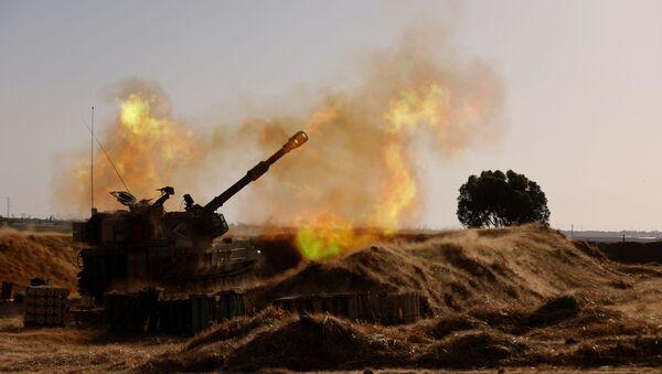 An Israeli mobile artillery unit fires near the border between Israel and the Gaza Strip, May 12, 2021 - Sputnik International