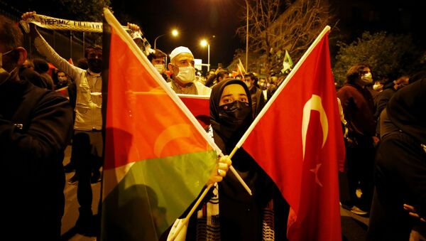 Demonstrators march with Turkish and Palestinian flags during a protest against Israel in Ankara, Turkey late May 10, 2021 - Sputnik International