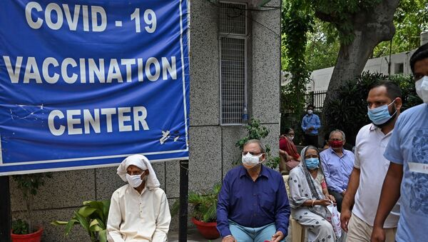 People wait to get themselves inoculated with the Covid-19 coronavirus vaccine at the urban primary health center in New Delhi on May 13, 2021 - Sputnik International