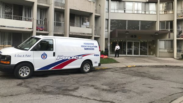 A Toronto Police forensic identification services van sits parked in front of an apartment building in Toronto's Thorncliffe Park, Monday, July 23, 2018. - Sputnik International