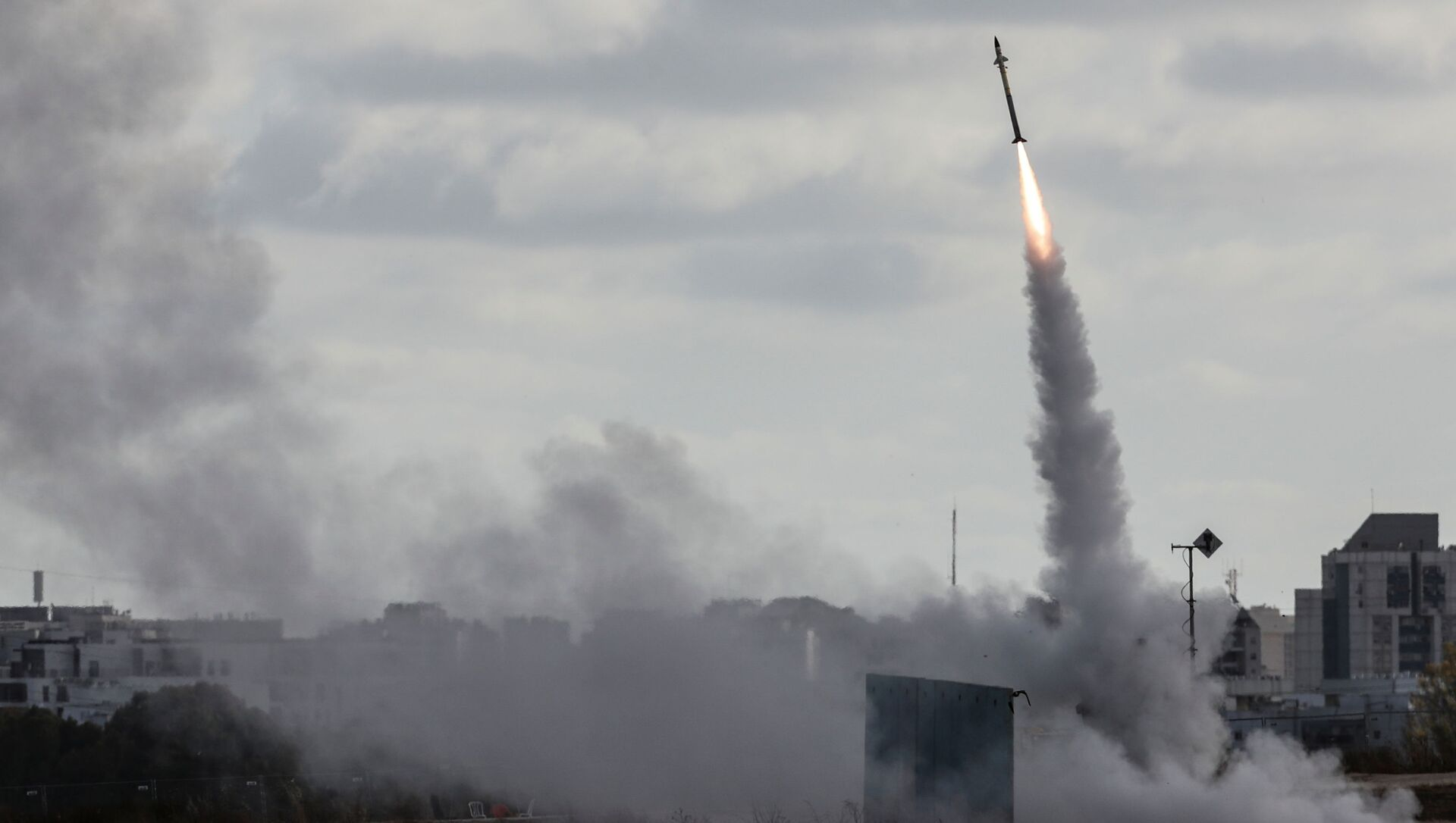 Israel's Iron Dome anti-missile system fires to intercept a rocket launched from the Gaza Strip towards Israel, as seen from Ashdod, Israel May 17, 2021 - Sputnik International, 1920, 19.05.2021