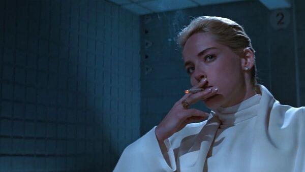 Sharon Stone in the smoking scene of the Basic Instinct - Sputnik International