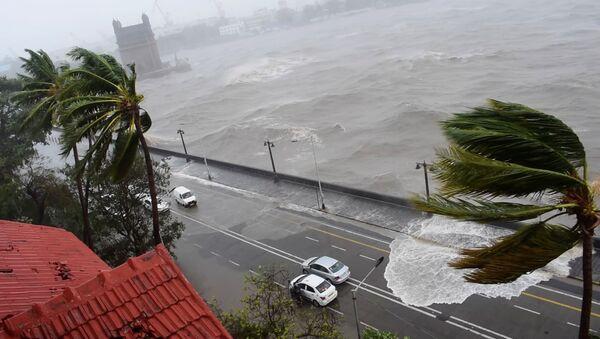 Deaths, Destruction, Chaos: Worst Cyclone in Decades Hits India - Sputnik International