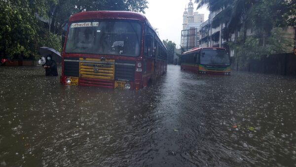 Buses are stranded on a waterlogged road during heavy rain in Mumbai, India - Sputnik International