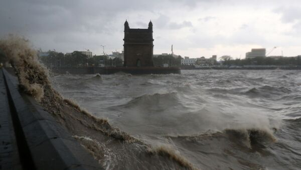 Waves caused by Cyclone Tauktae crash up on the promenade near the Gateway of India monument in Mumbai, India, May 17, 2021 - Sputnik International