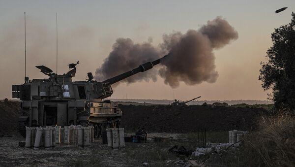 An Israeli artillery unit fires toward targets in Gaza Strip, at the Israeli Gaza border, Tuesday, May 18, 2021 - Sputnik International
