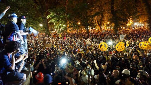 BLM protests were especially brutal at night - Sputnik International