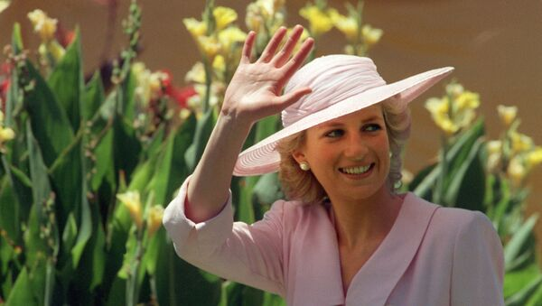 Princess of Wales Diana waves to the crowd, 27 January 1988, during her visit to the Footscray Park in suburb of Melbourne.  - Sputnik International