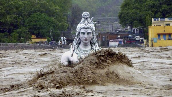 A submerged idol of Hindu Lord Shiva stands in the flooded River Ganges in Rishikesh, in the northern Indian state of Uttarakhand, India (File) - Sputnik International
