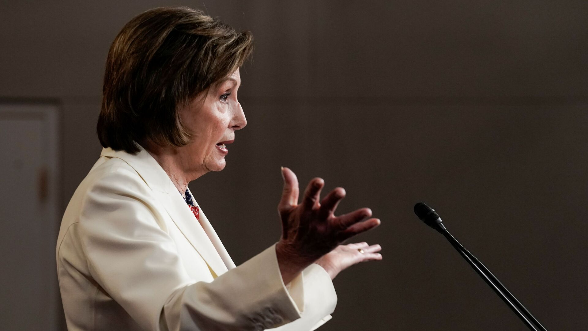 U.S. House Speaker Nancy Pelosi (D-CA) gestures, as she holds her weekly news conference with Capitol Hill reporters in Washington, D.C., U.S. May 20, 2021. - Sputnik International, 1920, 21.09.2021