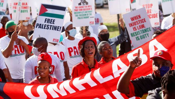 Members of Islamic organisations and trade unions combine to demand goods from Israel not be unloaded in the port in Durban - Sputnik International