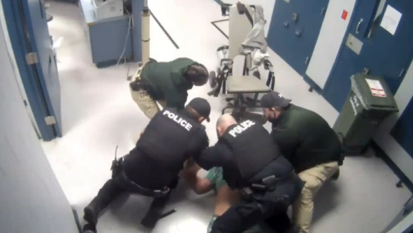 Screenshot from a video showing seven police officers pinning William Jennette to the ground in a Tennessee jail - Sputnik International