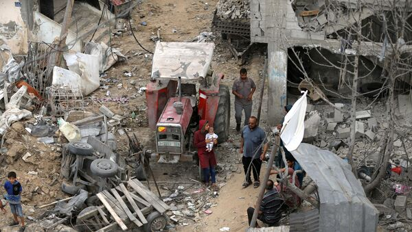 Palestinians return to their houses which were destroyed by Israeli strikes in the recent cross-border violence between Palestinian militants and Israel, following Israel-Hamas truce, in Gaza May 21, 2021 - Sputnik International