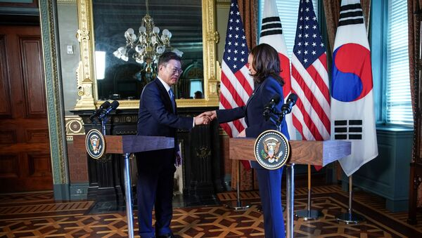 US Vice President Kamala Harris and South Korean President Moon Jae-in shake hands before participating in a bilateral meeting at the Eisenhower Executive Office Building near the White House in Washington, US, May 21, 2021 - Sputnik International