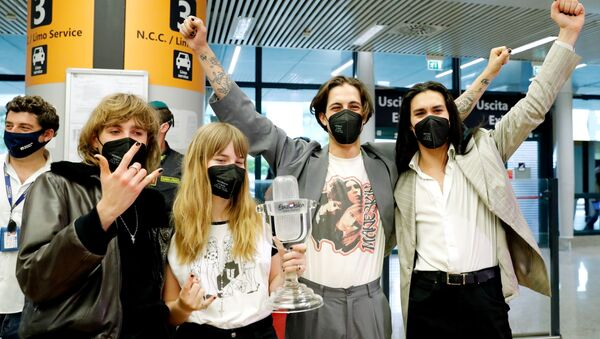 Members of Italian rock band Maneskin pose for a picture as they return to Italy following their 2021 Eurovision Song Contest victory, in Rome, Italy, May 23, 2021. - Sputnik International