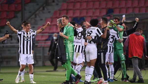 Soccer Football - Serie A - Bologna v Juventus - Stadio Renato Dall'Ara, Bologna, Italy - May 23, 2021 Juventus players celebrate qualifying for the Champions League - Sputnik International