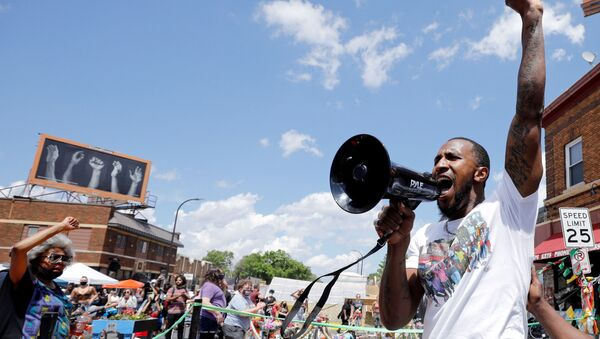 Community organizer Tommy McBrayer leads a chant in solidarity with George Floyd on the first anniversary of his death, at George Floyd Square, in Minneapolis, Minnesota, U.S., May 25, 2021. - Sputnik International