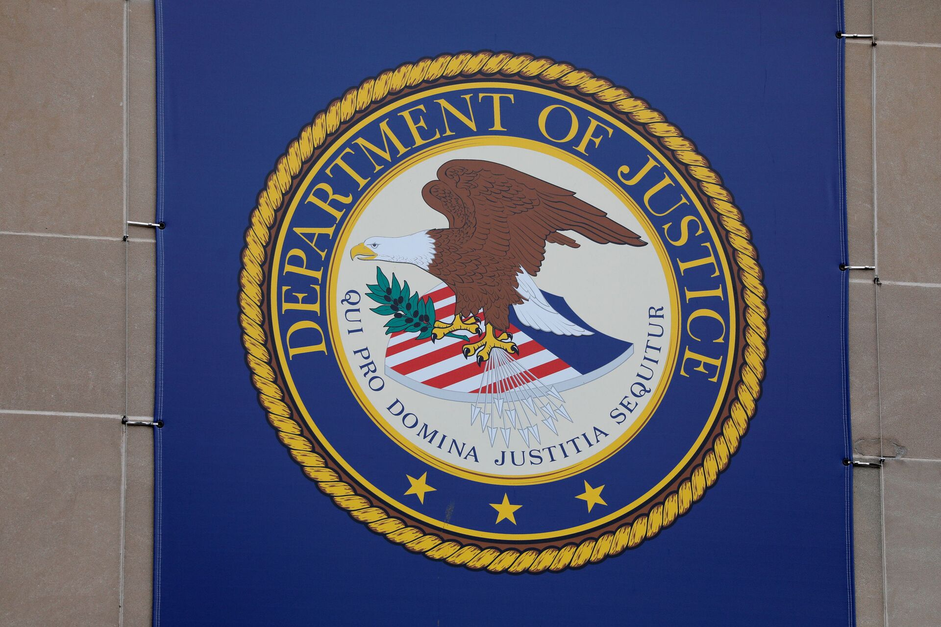 The crest of the United States Department of Justice (DOJ) is seen at their headquarters in Washington, D.C., U.S., May 10, 2021.  - Sputnik International, 1920, 07.09.2021