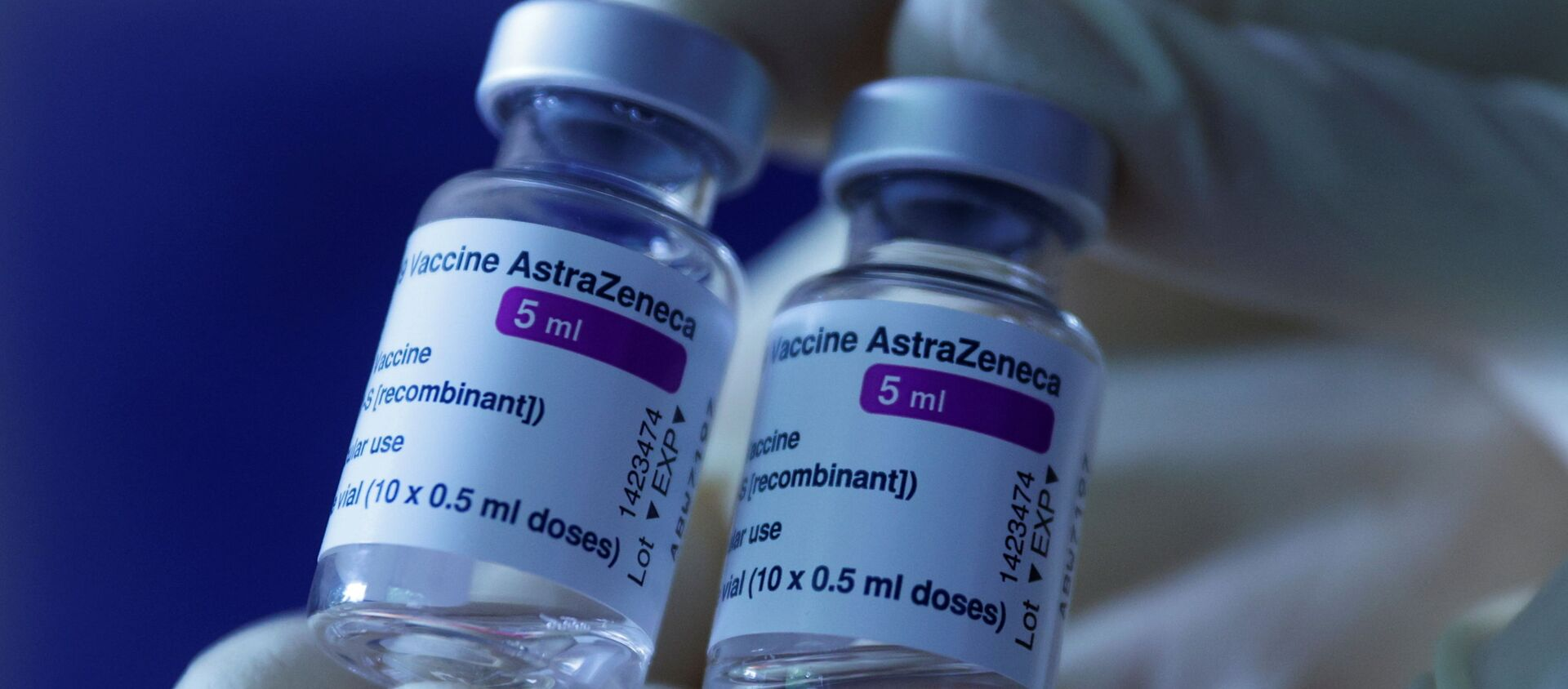 A doctor shows vials of AstraZeneca's COVID-19 vaccine in his general practice facility, as the spread of the coronavirus disease (COVID-19) continues, in Vienna, Austria May13, 2021.  REUTERS/Leonhard Foeger - Sputnik International, 1920, 04.08.2021