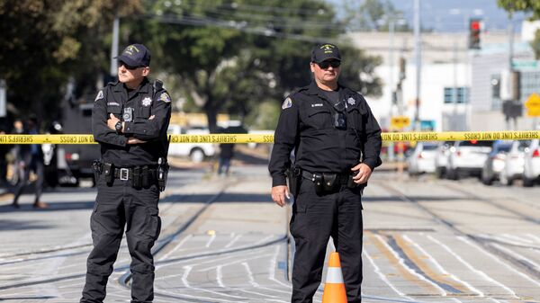 Police secure the scene of a mass shooting at a rail yard run by the Santa Clara Valley Transportation Authority in San Jose, California, U.S. May 26, 2021. - Sputnik International