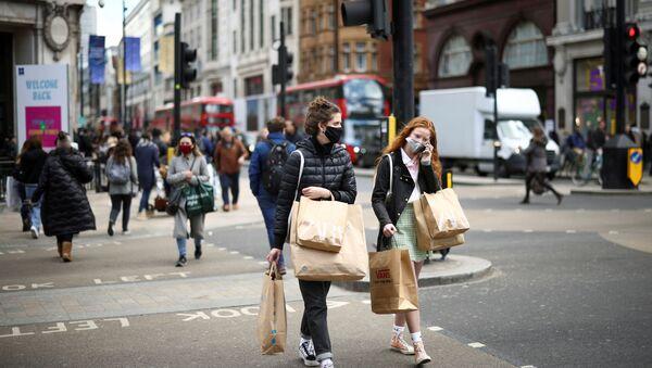 People walk at Oxford Street, as the coronavirus disease (COVID-19) restrictions ease, in London, Britain April 12, 2021 - Sputnik International