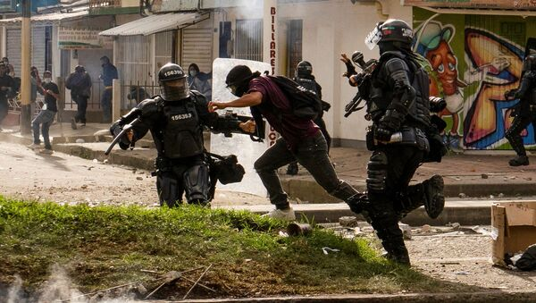 Riot police detain a demonstrator during a protest against sexual assault by the police and the excess of public force against peaceful protests, in Popayan, Colombia 14 May 2021. - Sputnik International