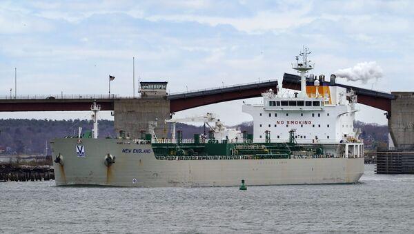 An oil tanker owned by Irving Oil arrives in Portland Harbor to unload fuel, Thursday, April 22, 2021, in South Portland, Maine. - Sputnik International