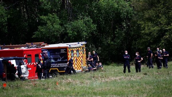 French special police forces and firefighters are seen after an assailant stabbed and badly wounded a policewoman in La Chapelle-sur-Erdre, western France, May 28, 2021. - Sputnik International