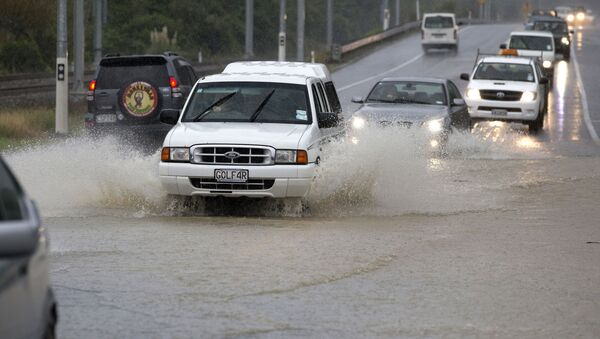Traffic negotiates a flooded highway north of Wellington on State Highway One, New Zealand, Thursday, May 14, 2015. - Sputnik International