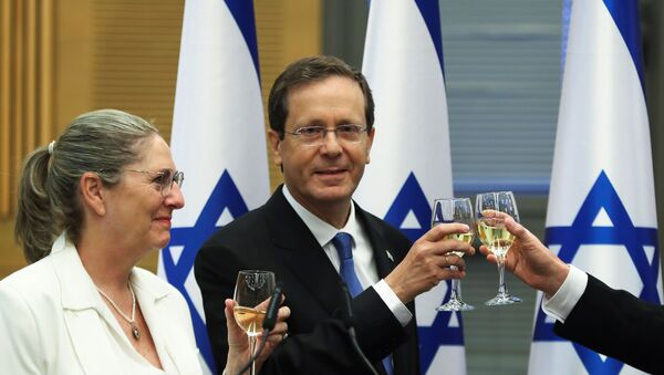 President-elect Isaac Herzog and his wife Michal celebrate after a special session of the Knesset whereby Israeli lawmakers elected the new president, at the Knesset, Israel's parliament, in Jerusalem June 2, 2021. - Sputnik International