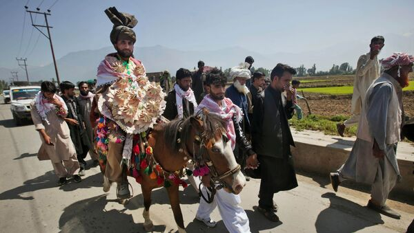Mohammad Farooq, a Kashmiri Bakarwal nomad arrives for his wedding ceremony  on a horse on the outskirts of Srinagar, India, Friday, May 31, 2013 - Sputnik International