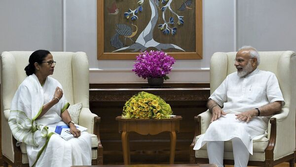 In this handout photo provided by the Press Information Bureau, Indian Prime Minister Narendra Modi meets with Chief Minister of West Bengal state Mamata Banerjee in New Delhi, India, Wednesday, Sept. 18, 2019.  - Sputnik International