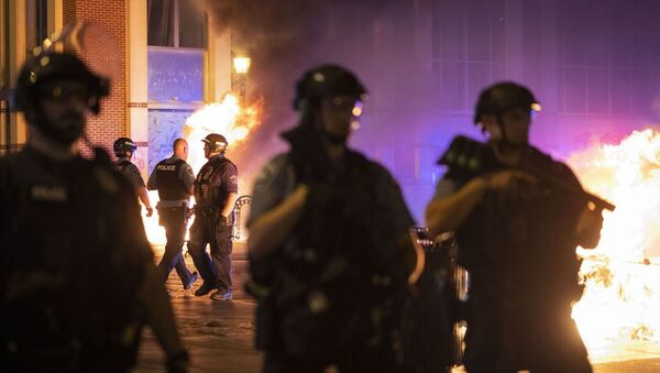 Police stand guard after protesters set fire to dumpsters after a vigil was held for Winston Boogie Smith Jr. early on Saturday, June 5, 2021.  - Sputnik International